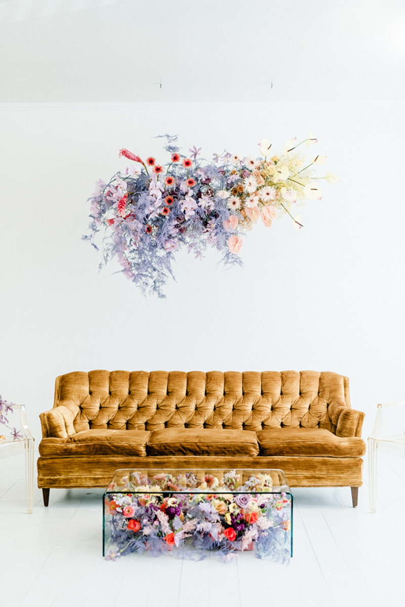 What an amazing ombre floral overhead installation and a matching arangement under the table