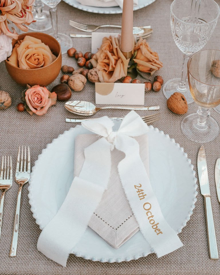 Some blooms and nuts right on the table gave it a chic and not too formal look