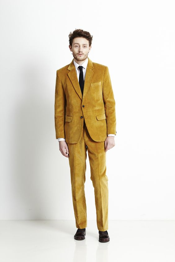 a yellow suit, a white shirt, brown shoes and a black tie for a stylish and a bit retro look at the wedding