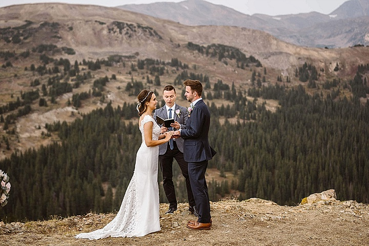 The cremony took place on a cliff, with amazing views, so this place required no decor