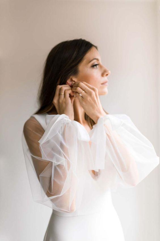 a minimalist sheath wedding dress with sheer puff sleeves on bows is a very elegant idea