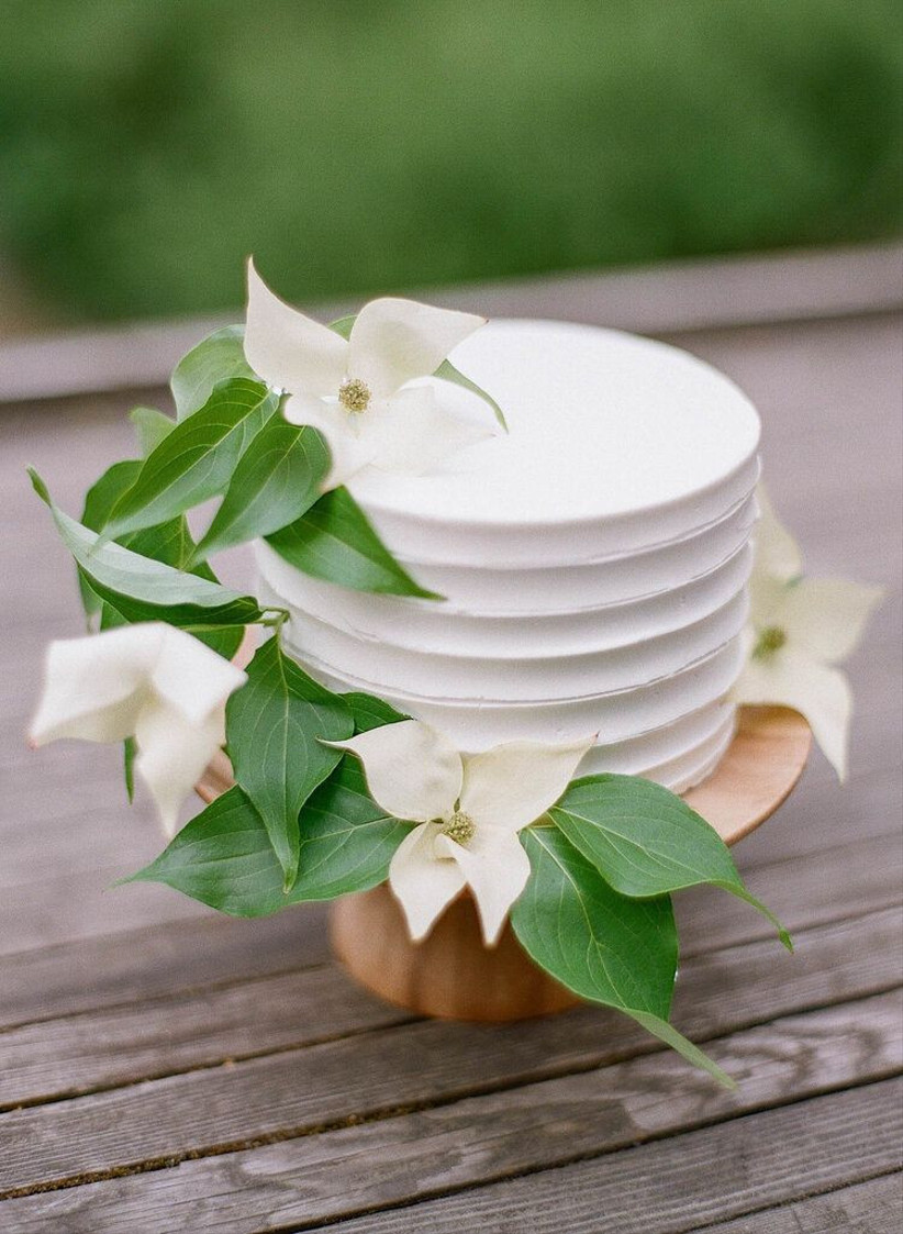 a modern small wedding cake with a texture, white blooms and leaves is a chic idea for a modern wedding