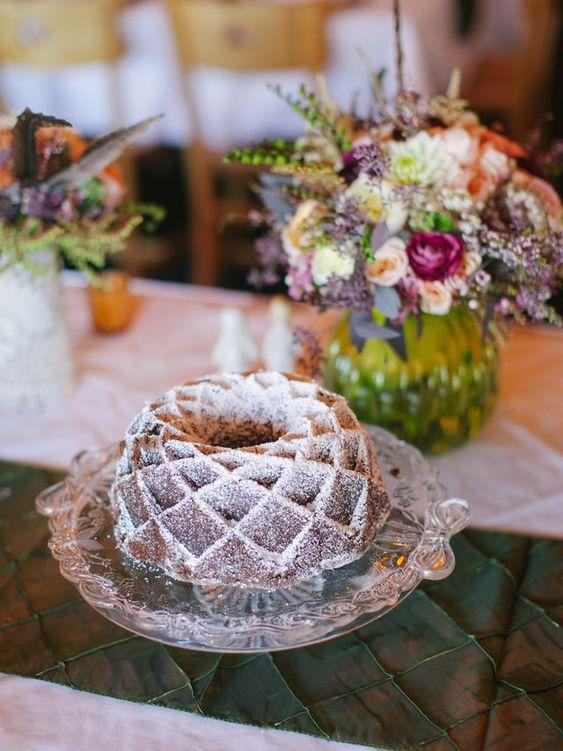a modern geometric bundt wedding cake with sugar powder on top is a pretty idea to rock