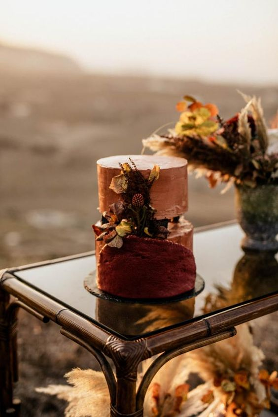 a trendy fault line wedding cake in rose gold and terracotta, with dried blooms and foliage is great for a refined fall wedding