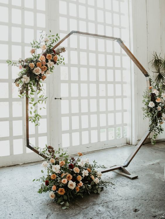a simple summer wedding arch design