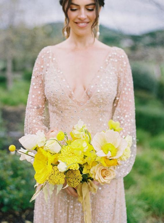 a bright yellow wedding bouquet with nude roses, billy balls and yellow and creamy flowers is a very chic and stylish idea