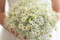 03 baby's breath paired with daisies is a very cute and sweet idea for a summer bride, it can fit a rustic, a boho or just a relaxed wildflower wedding