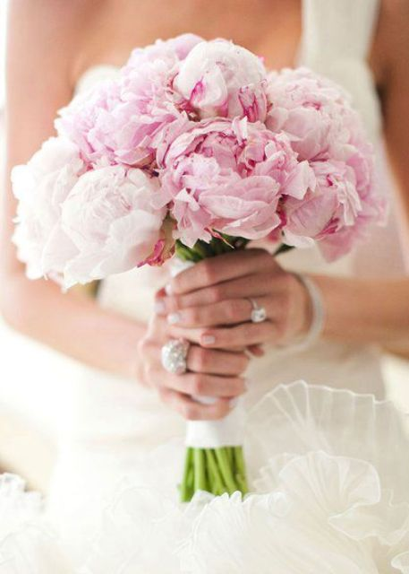 a white and pink wedding bouquet is a one flower arrangement that looks more interesting thanks to two different shades