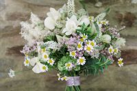 18 a relaxed summer wedding bouquet of white and pink blooms, astilbe and daisies plus a lilac wrap is a fresh and lovely option