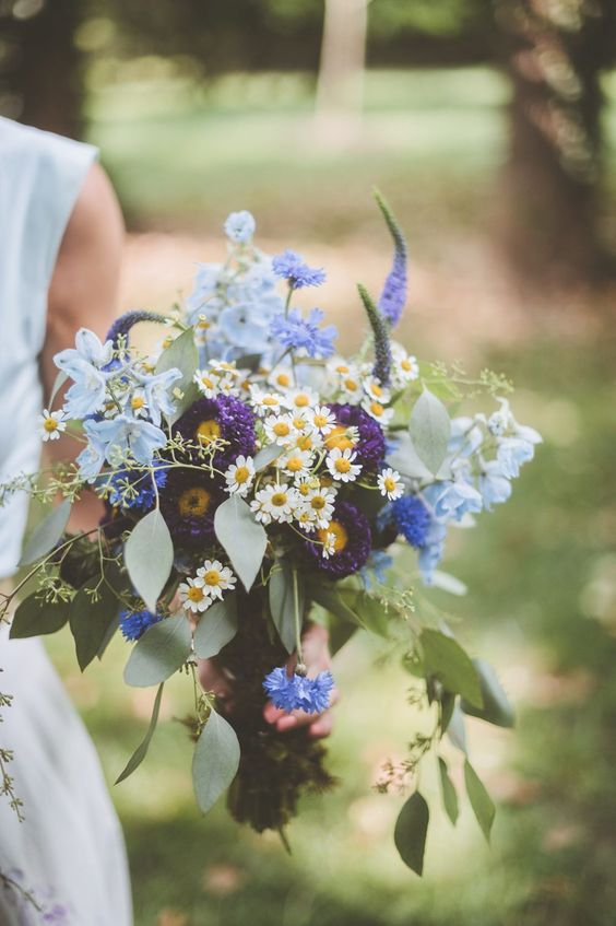 a bright wedding bouquet with daisies, purple and blue flowers and eucalyptus is a bold and super cool idea