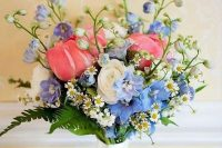28 a dreamy wedding bouquet with pink and blue flowers, daisies, ferns is a chic and beautiful idea for spring