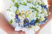 30 a lovely and bright wedding bouquet of daisies, white sweet peas, blue blooms and some white ribbons is a veyr stylish idea