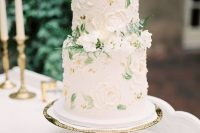 34 a sophisticated secret garden wedding cake in neutrals with sugar blooms and painted leaves, with fresh white flowers and ferns is amazing