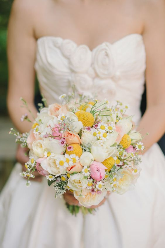 a romantic wedding bouquet of white and pink ponies, billy balls, daisies and some fillers is a very chic and cute idea