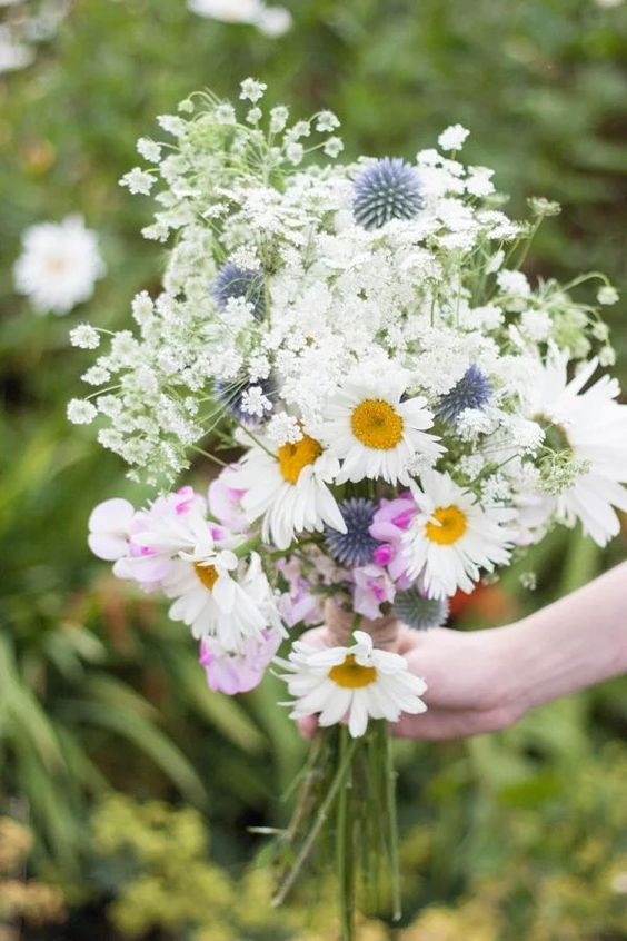 a simple boho wedding bouquet
