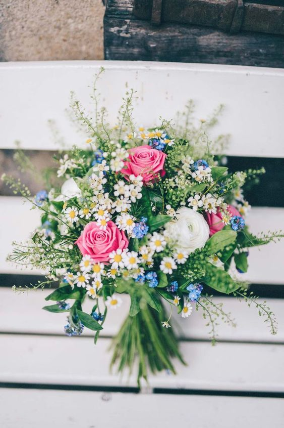 pink roses, white ranunculus, blue forget-me-not, daisies and greenery for a very inspiring and beautiful summer wedding bouquet