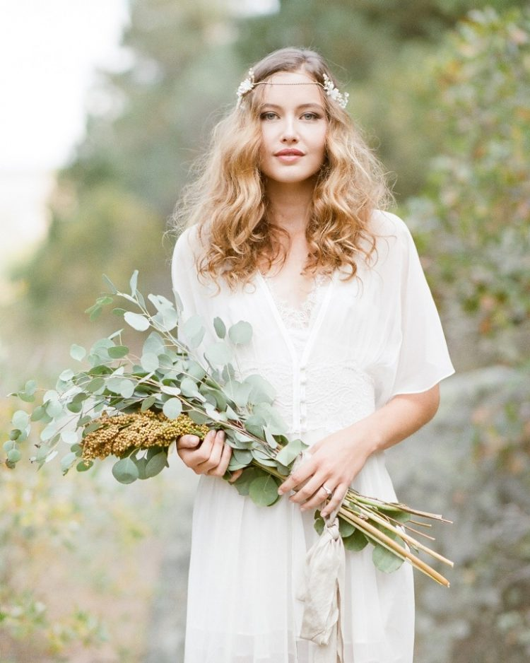 a long-stemmed greenery and berry wedding bouquet is a pretty idea for a boho bride who doesn't want any blooms in her bouquet