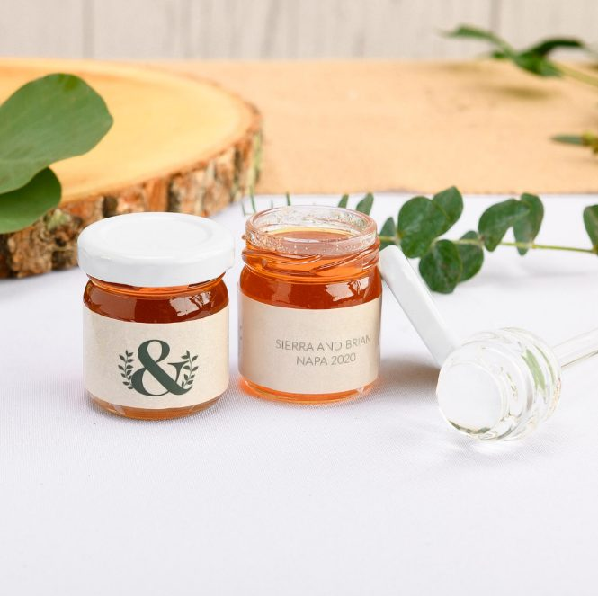 personalized wedding honey jars are great for an eco-friendly wedding, they are delicious gifts