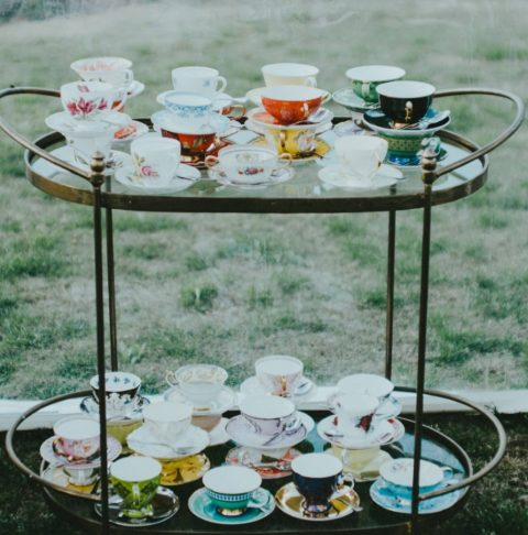 beautiful vintage teacups are ideal to reuse and upcycle, go to your favorite thrift shops and make your guests happy with them