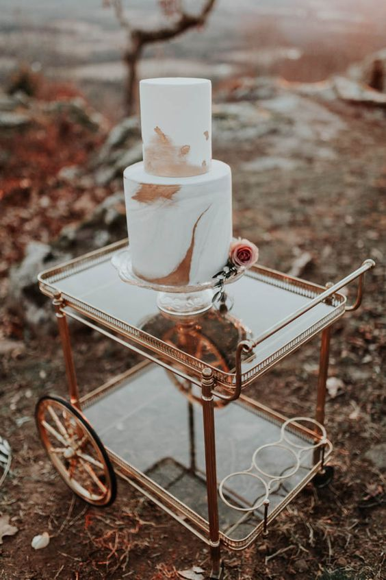 a refined modern fall wedding cake with rust and dusty pink brushstrokes and a single pink rose is a very cool idea for the fall