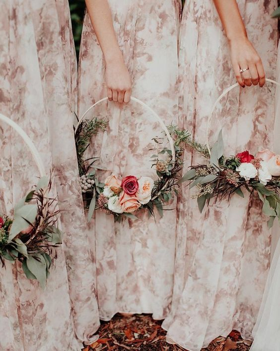 a cool hoop weddding bouquet of greenery, white, red and pink blooms is a pretty and chic idea for a delicate bridesmaid's look