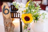 a simple yet stylish cluster wedding centerpiece