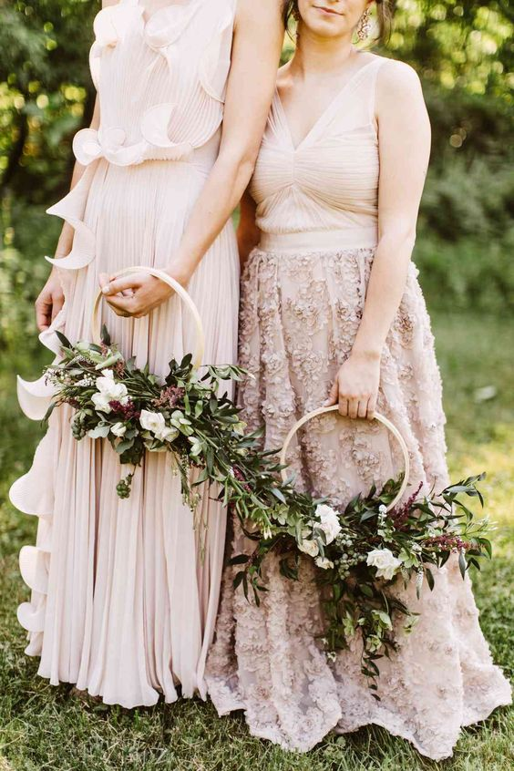 pretty textural and dimensional hoop wedding bouquets with lush greenery, white and deep purple blooms plus some berries are amazing for the fall