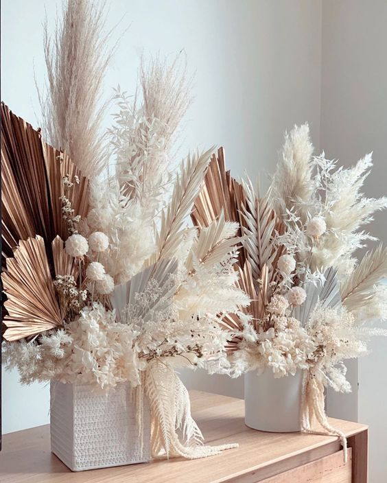 gorgeous wedding centerpieces of dried fronds, pampas grass and leaves, dried seed pods look very chic and are gorgeous for a modern wedding