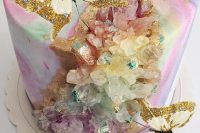 11 a jaw-dropping iridescent wedding cake with iridescent geodes and glitter faux butterflies is a gorgeous solution to try