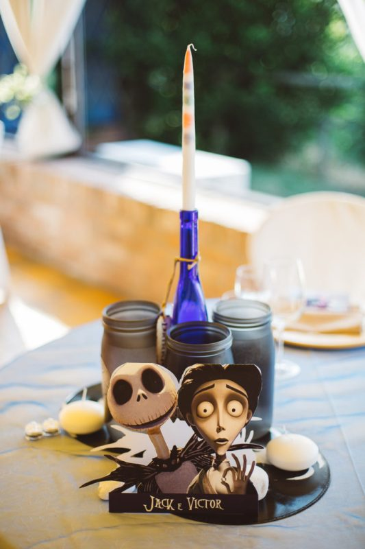 a lovely and easy Tim Burton wedding centerpiece with characters from the movie, a candle and some jars with candles