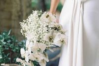 23 a minimalist white wedding bouquet of baby's breath and orchids is a pretty and cool idea for a minimalist bride and it looks catchy