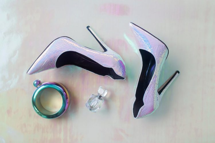 pretty modern iridescent wedding shoes are a gorgeous addition for a bright and statement-like bridal look