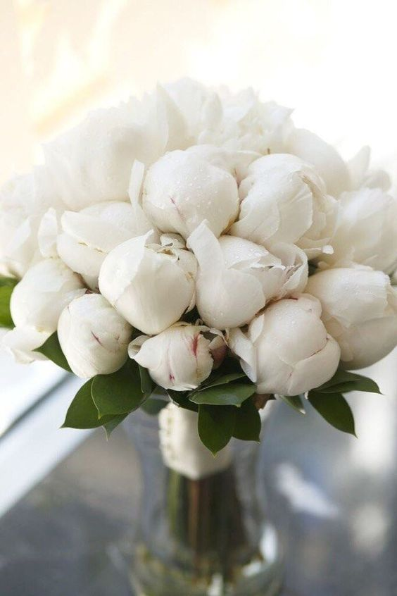 a white peony wedding bouquet is timeless classics that matches any bridal look and brings a touch of romance to it