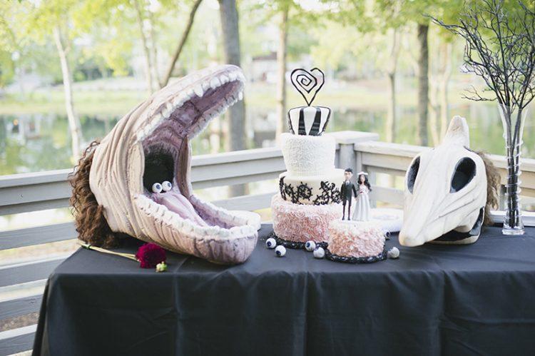 a Tim Burton wedding cake in black, white and pink, with fun Tim Burton movies' decor around is a gorgeous idea