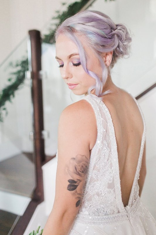 iridescent hair and eyeshadows are a very chic and beautiful idea for a modern bride, they look gorgeous and very bright