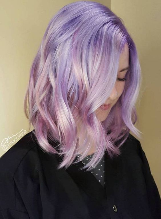 jaw-dropping iridescent wedding hair with a bit of waves is a lovely idea for a modern and bold bridal look