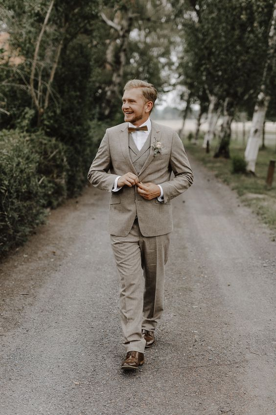 an elegant greige three-piece suit with a brown bow tie and brown shoes is a chic idea for spring, summer or fall
