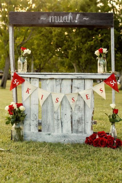 21 Funny Kissing Booth Ideas For Your Wedding - Weddingomania