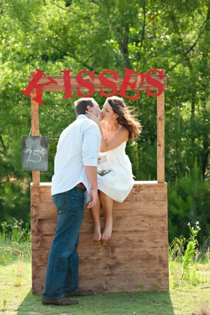 Picture Of Funny Kissing Booth Ideas For Your Wedding 4