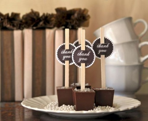chocolate popsicles with chalkboard tags will help you personalize your hot chocolate bar