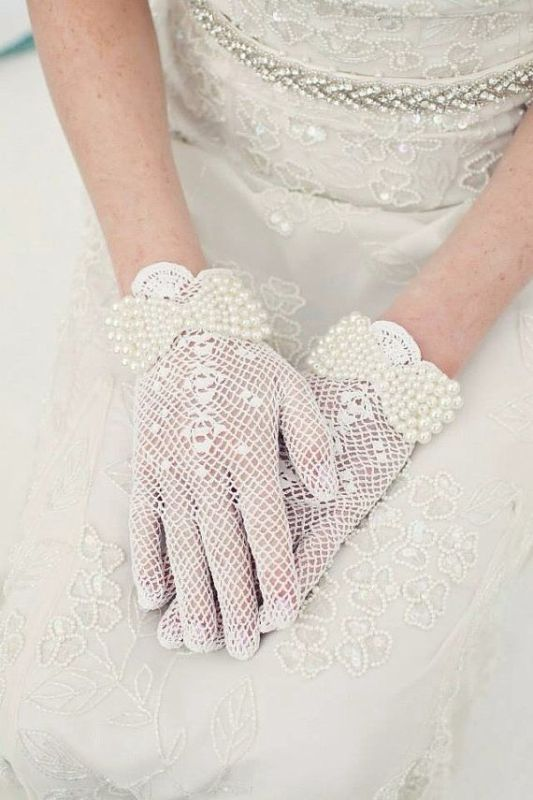 Picture Of stunning vintage wedding gloves to wear  16
