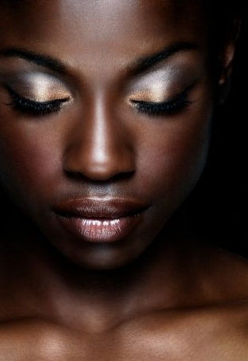 metallic silver and gold eyeshadows, a shiny lip and a perfect tone will make you look gorgeous and shining