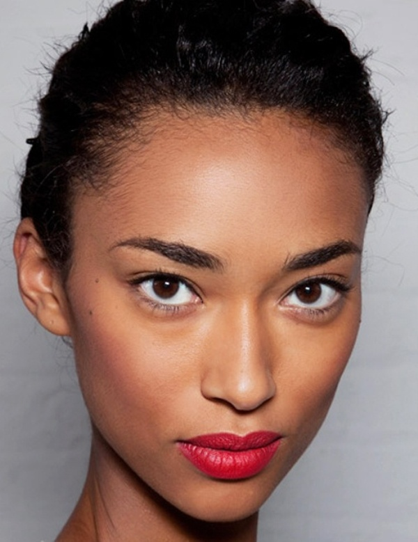a makeup with perfectly matte skin, highlighted zones and a matte red lip