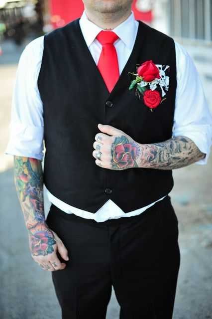 Picture Of Excellent Groom Looks With Tattoos 6