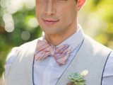a vintage groom's look with a white shirt, a neutral waistcoat, a grey cap and a printed bow tie