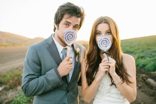 Picture Of Funny Ways To Incorporate Lollipops Into Your Wedding 16