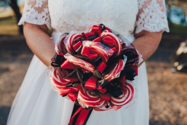 Picture Of Funny Ways To Incorporate Lollipops Into Your Wedding 9