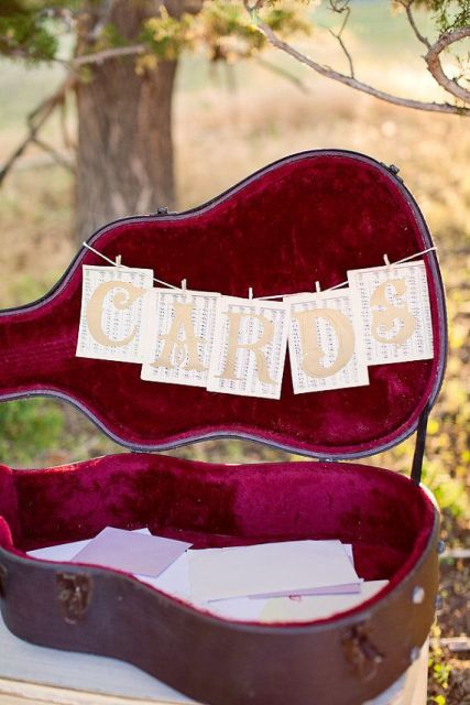 a guitar case for wedding cards and wishes is a very cool and very cozy idea