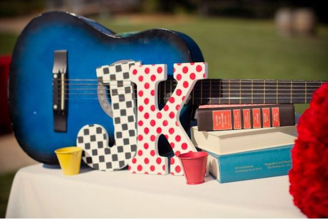 Picture Of Funny Wedding Guitar Décor Ideas 13