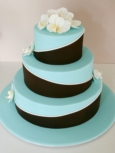 blue and brown wedding cakes 23 blue wedding cake ideas weddingomania 11942